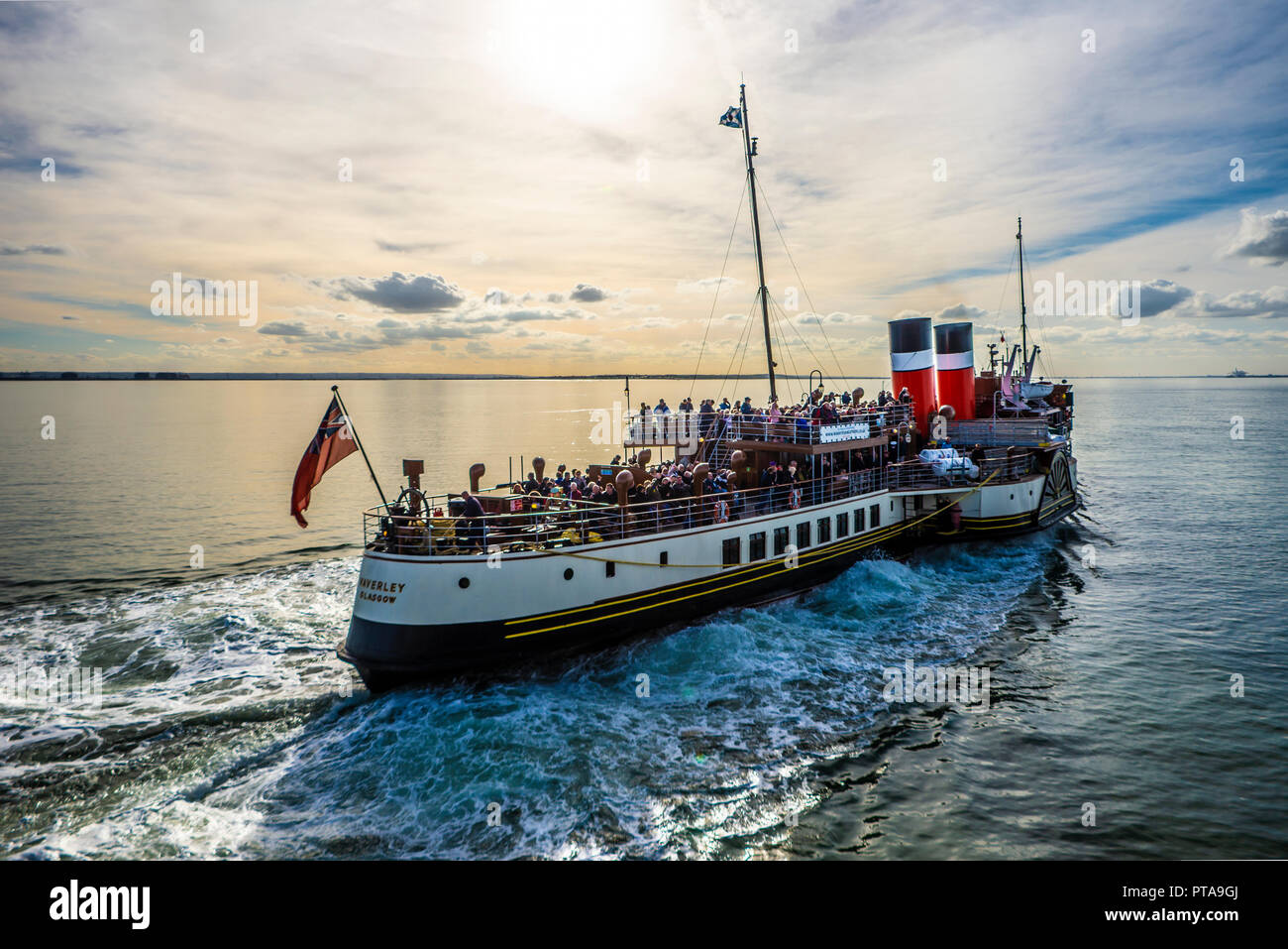paddle-steamer-waverley-leaving-southend-pier-on-the-thames-estuary-with-passengers-for-a-tourist-trip-on-river-thames-to-london-space-for-copy-PTA9GJ.jpg