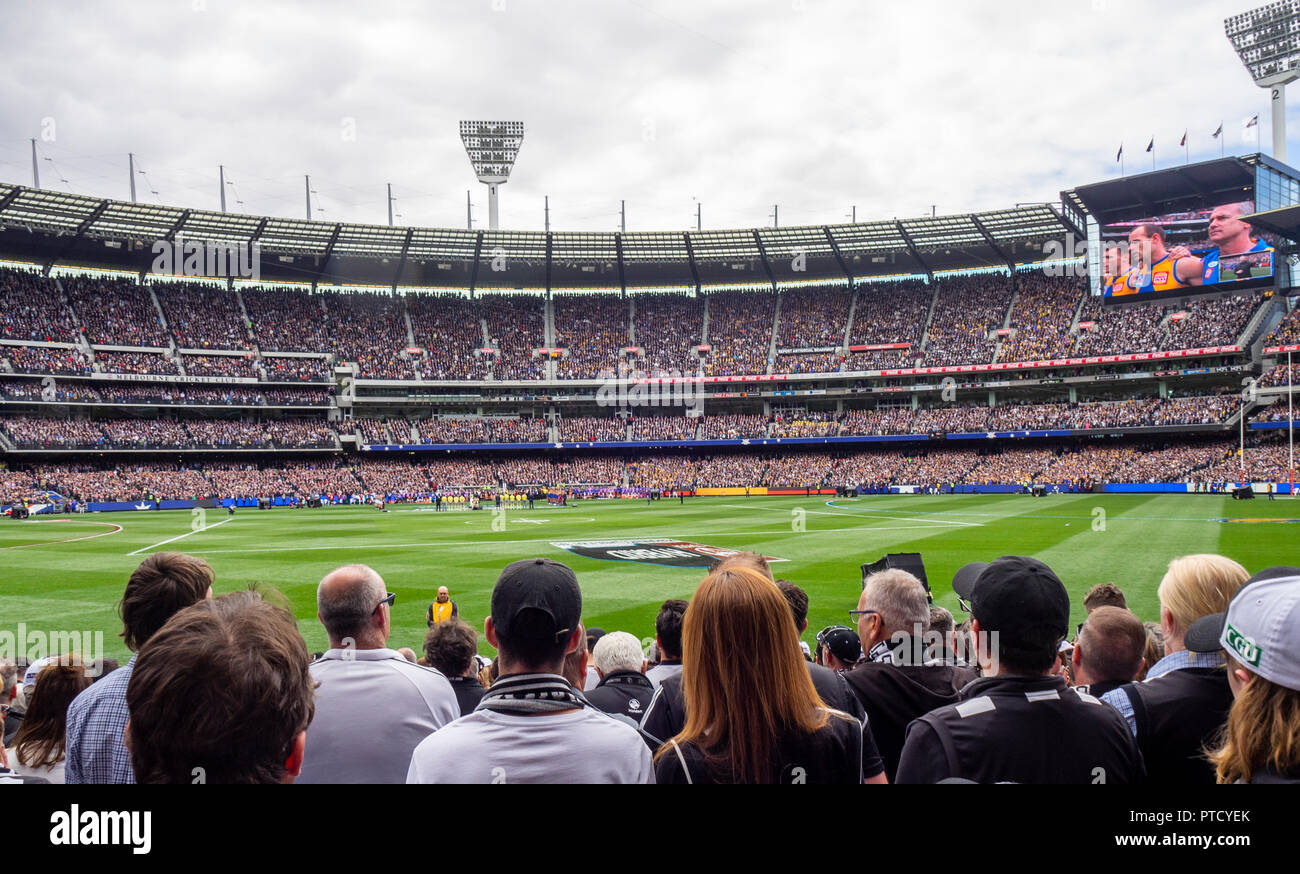 west-coast-eagles-and-collingwood-fans-and-supporters-in-their-seats-at-2018-afl-grand-final-at-mcg-melbourne-victoria-australia-PTCYEK.jpg