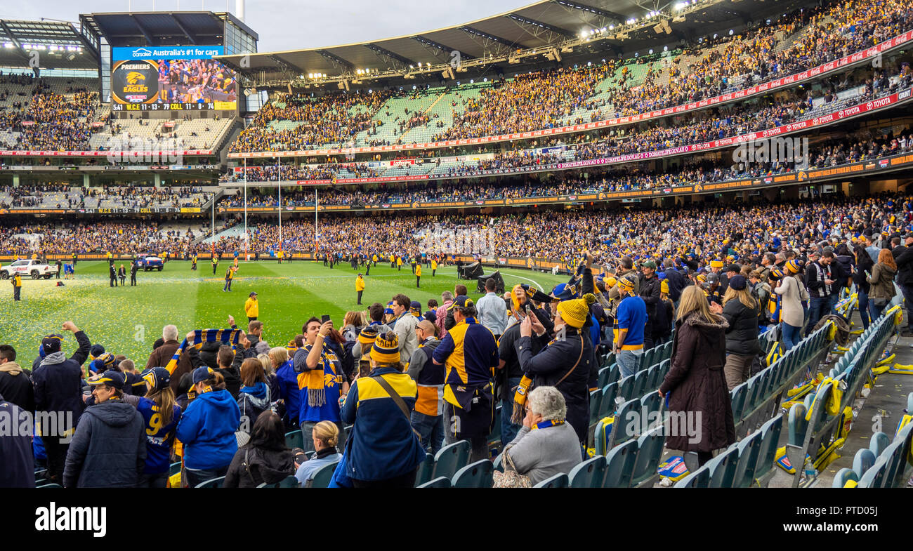 west-coast-eagles-and-collingwood-fans-and-supporters-at-2018-afl-grand-final-at-mcg-melbourne-victoria-australia-PTD05J.jpg