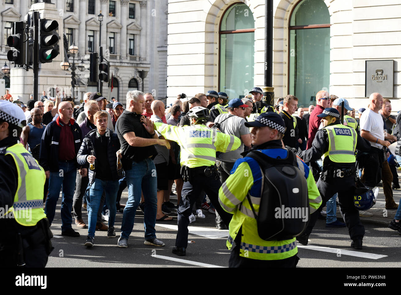 democratic-football-lads-alliance-dfla-marching-towards-parliament-london-in-protest-demonstration-marchers-broke-through-a-police-cordon-and-scuffles-took-place-PW63N8.jpg