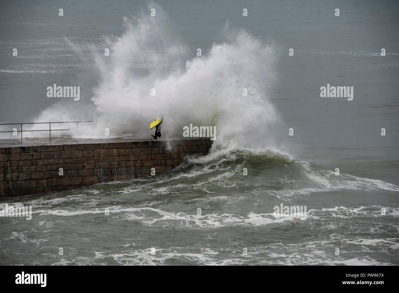 Porthleven, UK. 14th October 2018. Storm Callum porthleven Cornwall still creating large waves at Tye Rock 14-10-2018 Credit: kathleen white/Alamy Live News Stock Photo