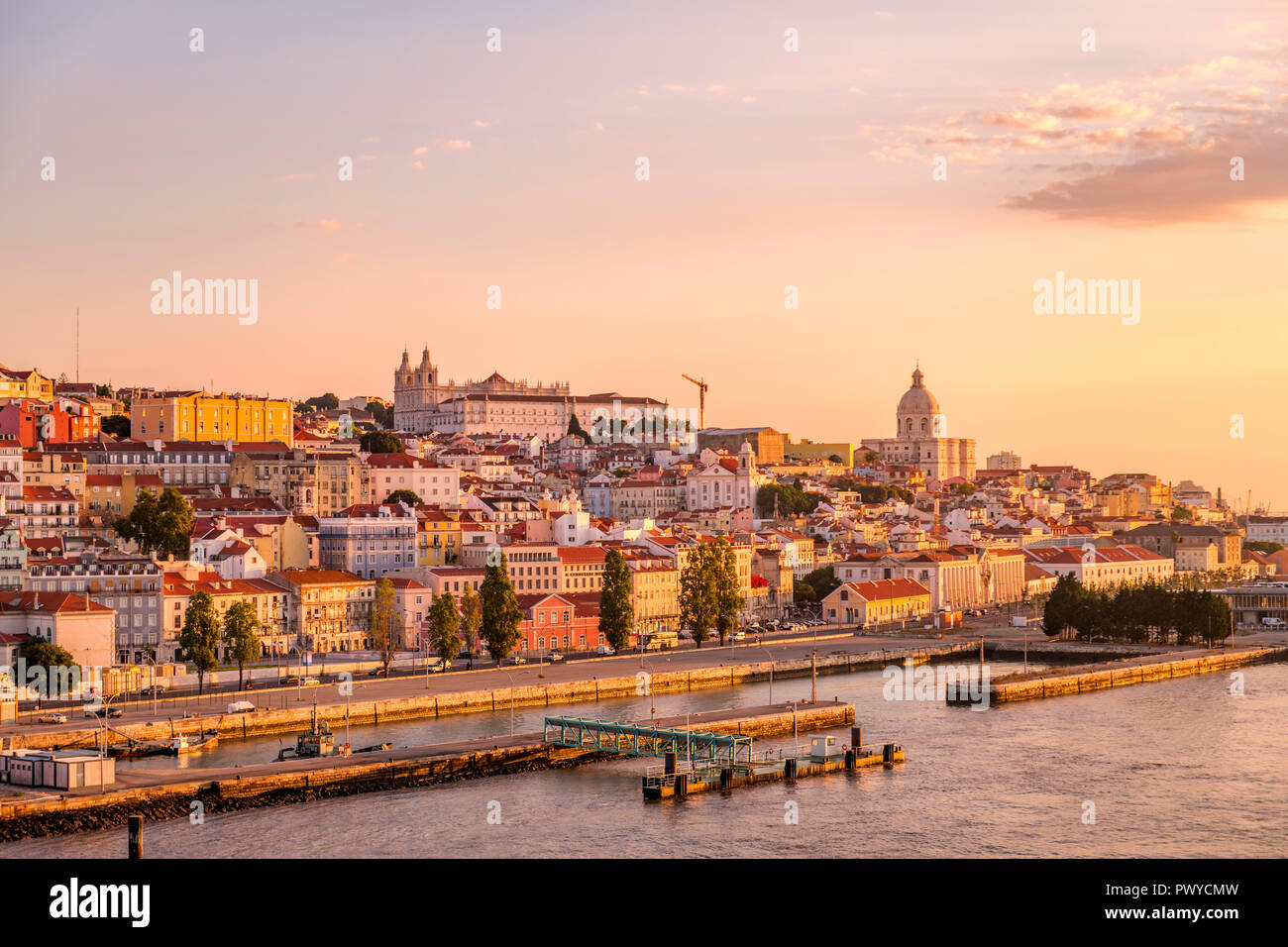 early-morning-lisbon-portugal-skyline-wi
