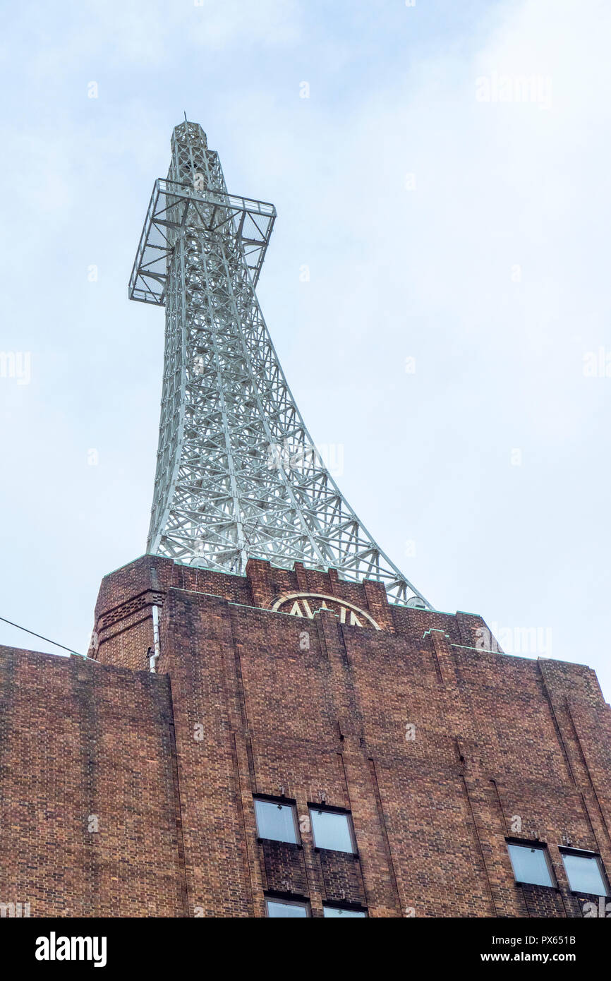iconic-awa-metal-lattice-radio-transmission-tower-above-the-art-deco-building-sydney-nsw-australia-PX651B.jpg