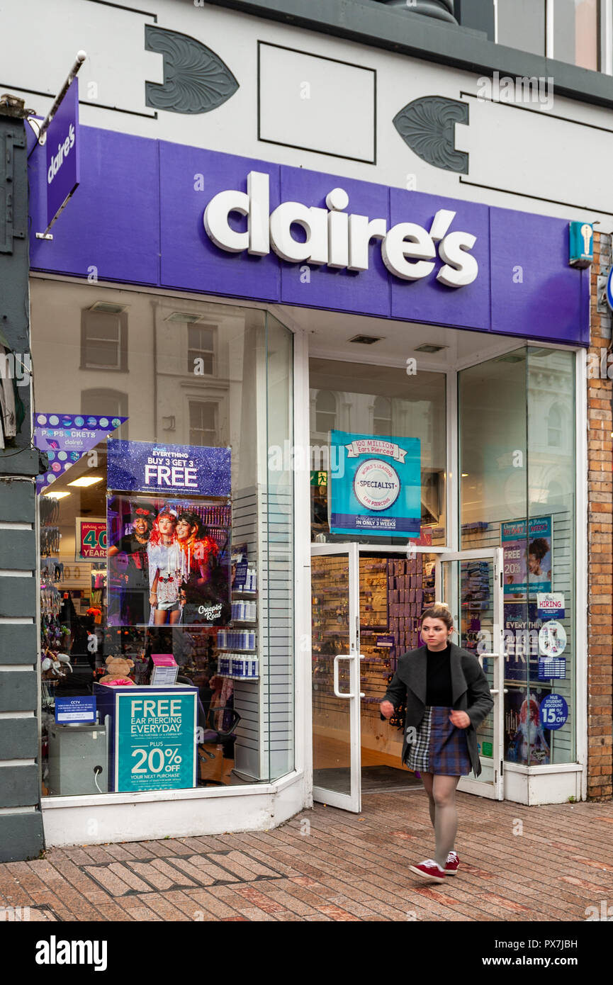 claires-accessories-store-front-in-patrick-street-cork-ireland-PX7JBH.jpg