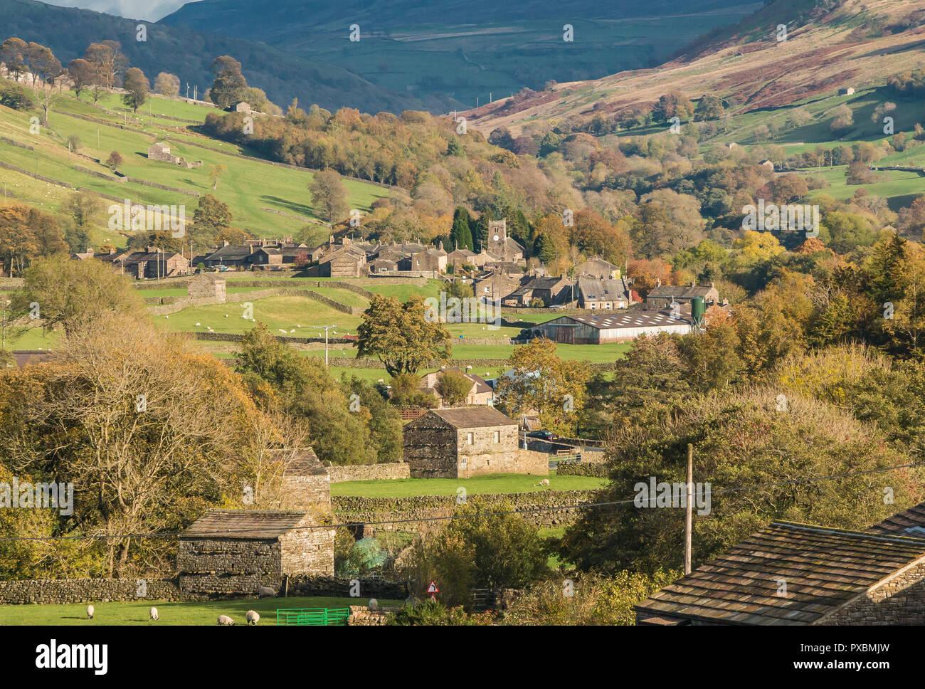 yorkshire-dales-national-park-autumn-landscape-the-village-of-muker-swaledale-PXBMJW.jpg