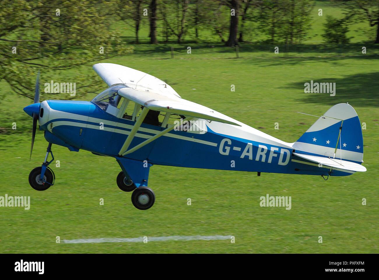 piper-pa22-tri-pacer-plane-taking-off-from-henham-park-suffolk-countryside-grass-airstrip-g-arfd-tripacer-high-wing-monoplane-light-aircraft-PXFXFM.jpg