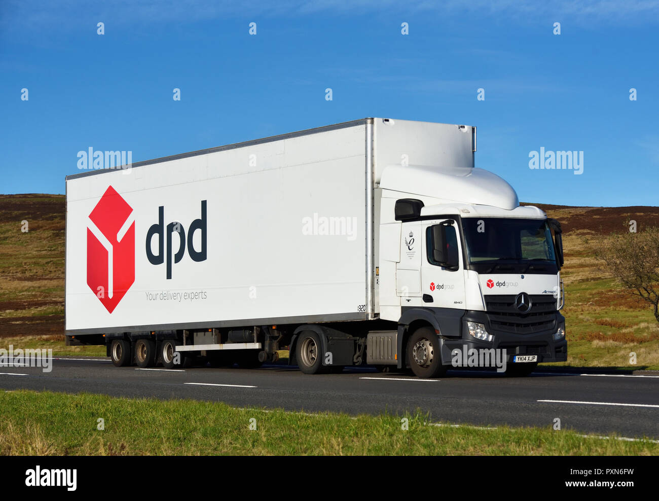 dpd-group-your-delivery-experts-hgv-m6-motorway-southbound-carriageway-shap-cumbria-england-united-kingdom-europe-PXN6FW.jpg