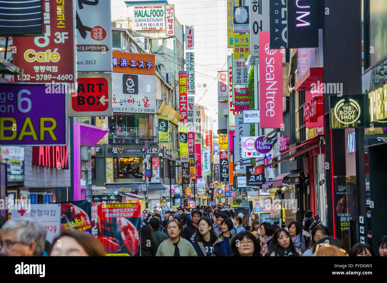 streets-of-myeongdong-in-seoul-south-korea-bust-with-shoppers-and-tourists-PYDGW3.jpg