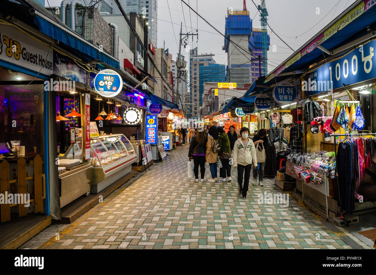 people-amble-through-haeundae-maerket-at-dusk-as-it-goes-dark-and-lights-come-on-haeundae-busan-south-korea-PYHR1X.jpg