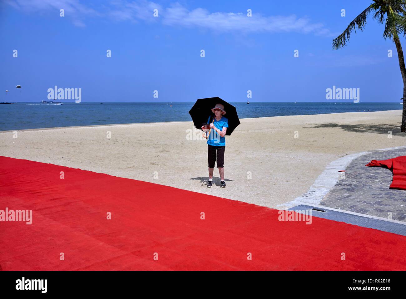 woman-beach-alone-red-carpet-pattaya-bea