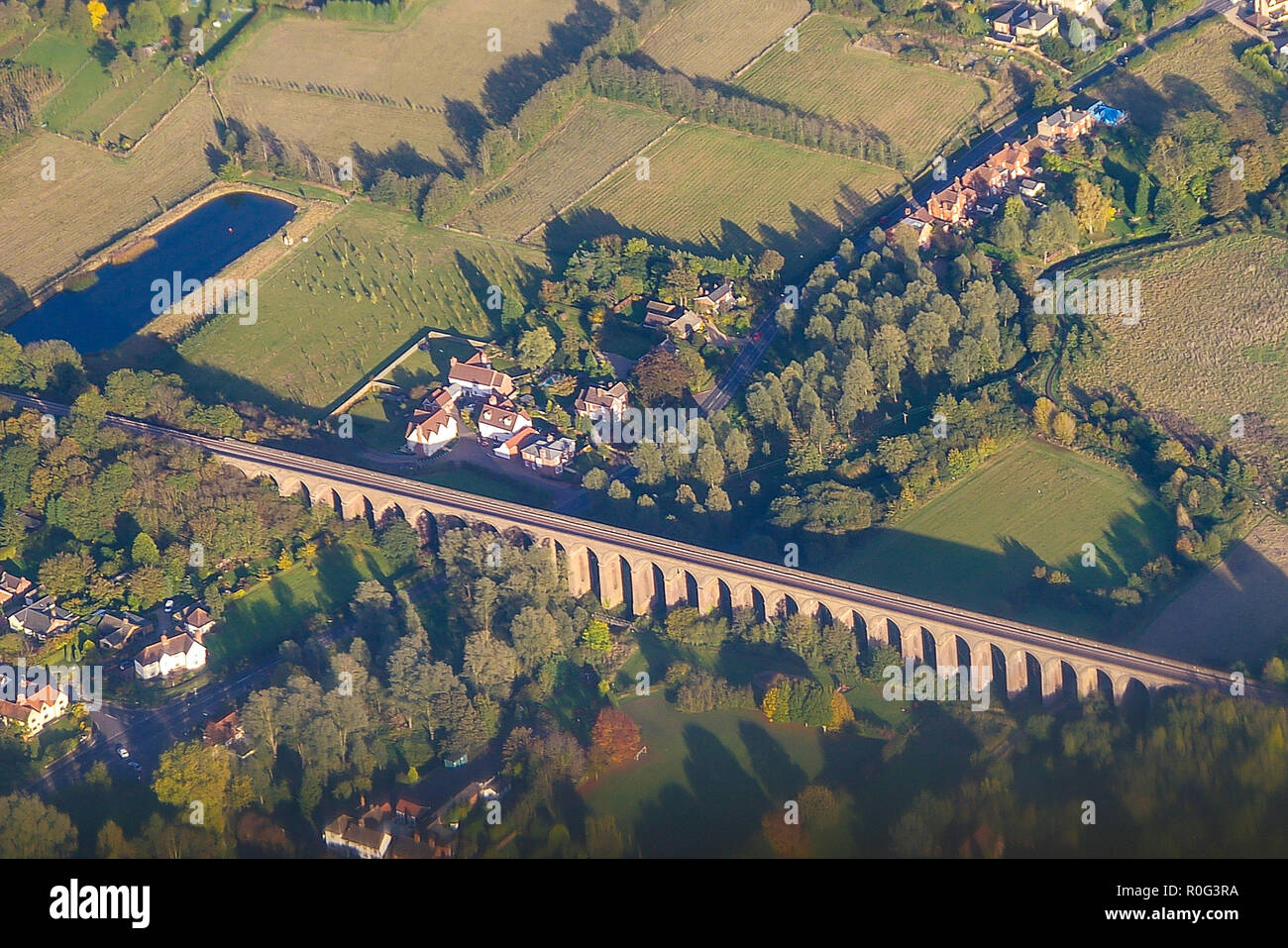 aerial-view-of-chappel-viaduct-wakes-colne-essex-uk-chappel-viaduct-is-a-railway-viaduct-that-crosses-the-river-colne-in-the-colne-valley-in-essex-R0G3RA.jpg