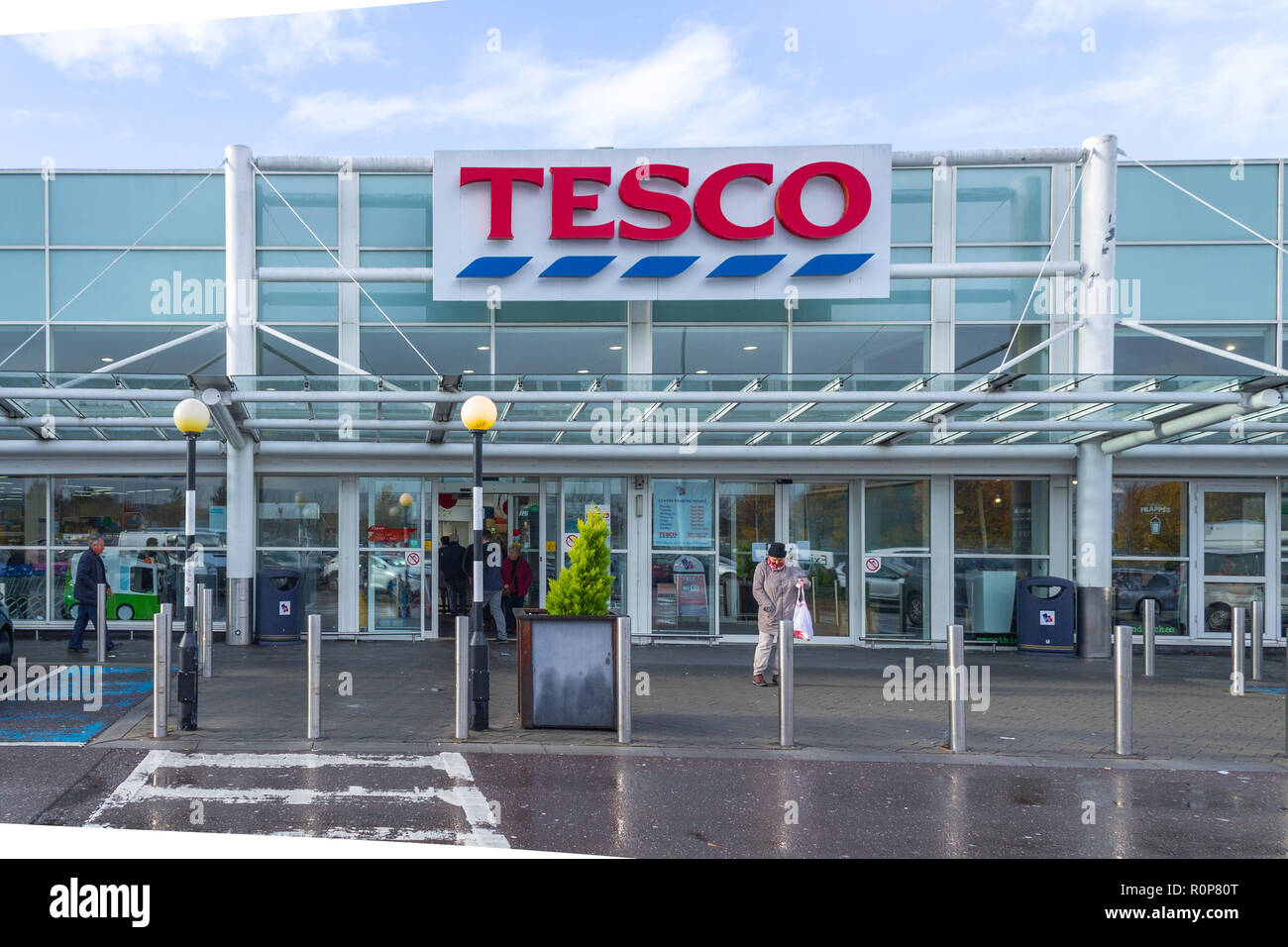 tesco-logo-on-the-entrance-to-the-tesco-supermarket-cork-ireland-R0P80T.jpg