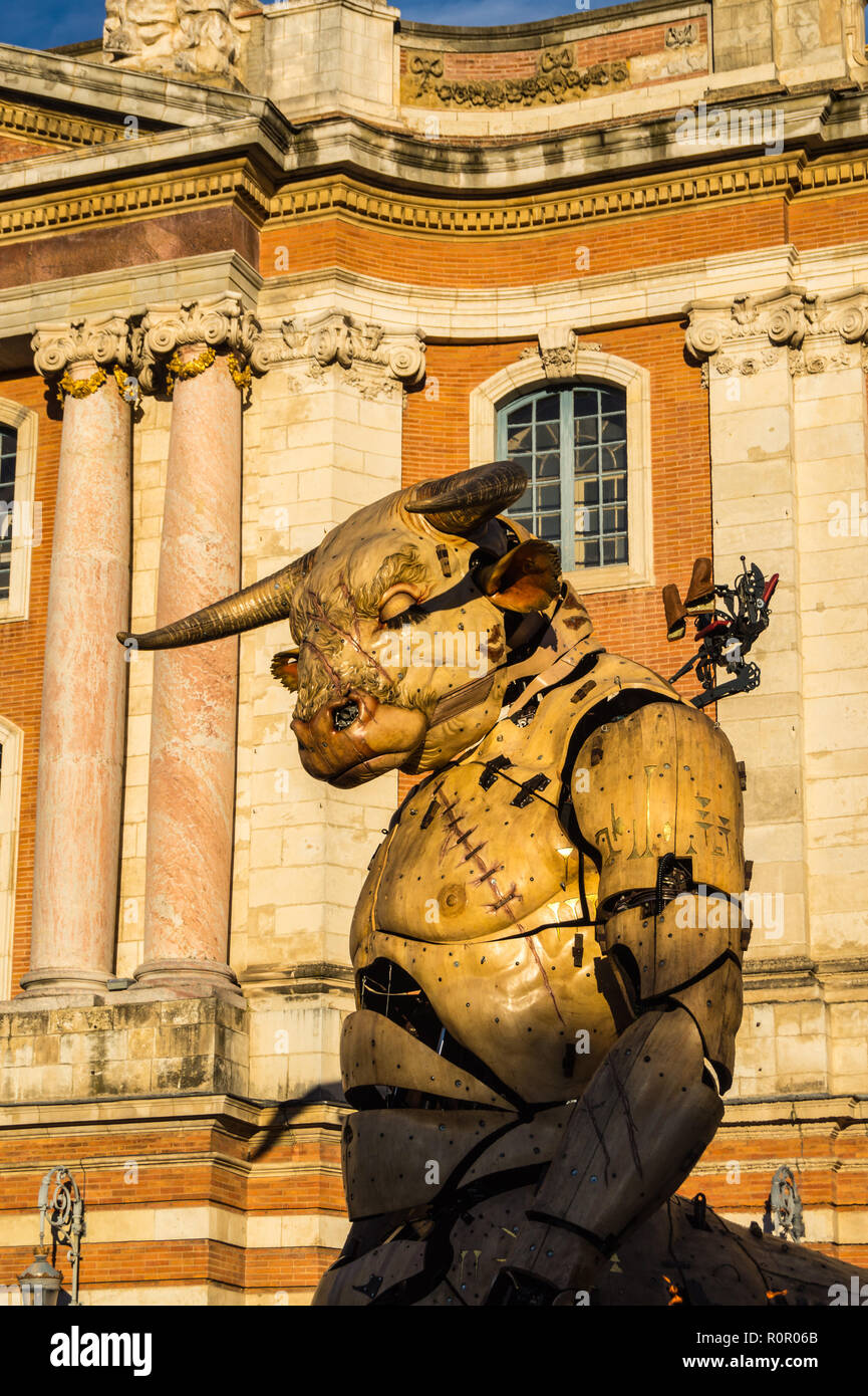 astrion-the-mechanical-minotaur-during-steampunk-show-le-gardien-du-temple-by-franois-delarozire-la-machine-capitole-toulouse-occitanie-france-R0R06B.jpg