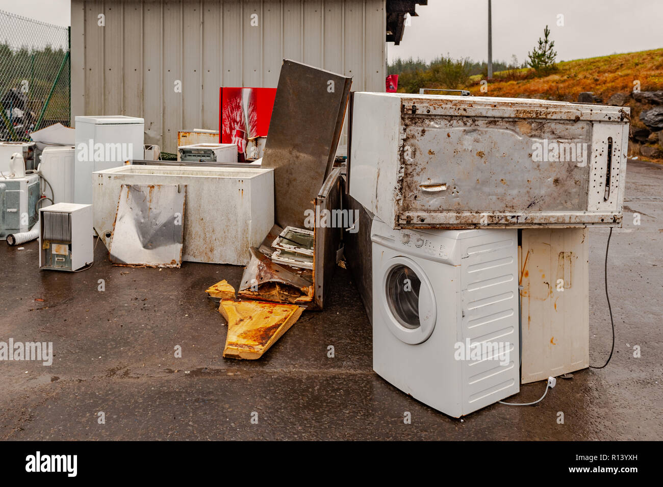 disposal-of-broken-or-old-electrical-white-goods-at-derryconnell-recycling-centre-ballydehob-west-cork-ireland-R13YXH.jpg