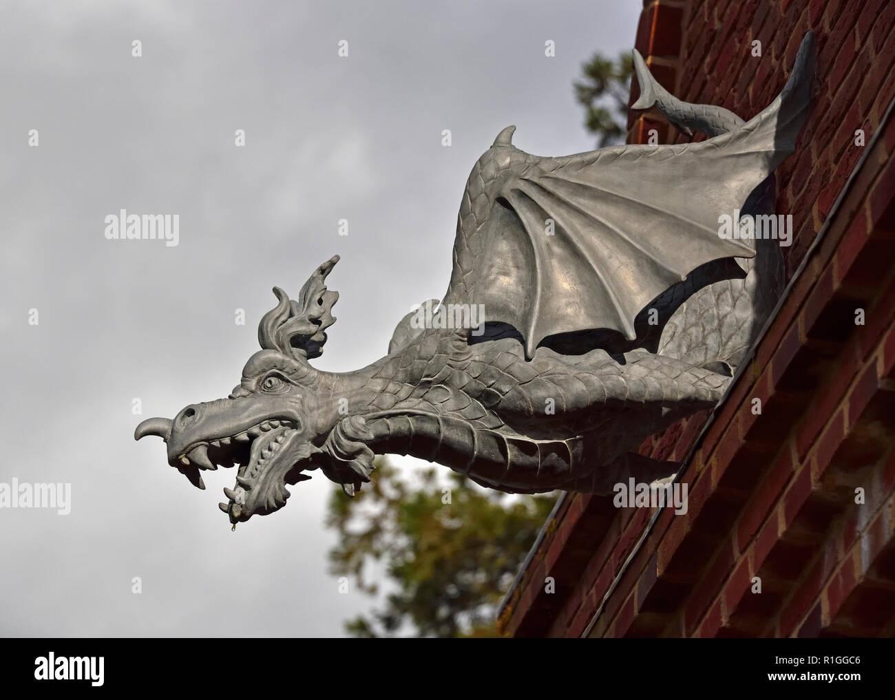 cast-lead-dragon-gargoyle-the-belvedere-queen-elizabeth-walled-garden-dumfries-house-cumnock-east-ayrshire-scotland-unired-kingdom-europe-R1GGC6.jpg