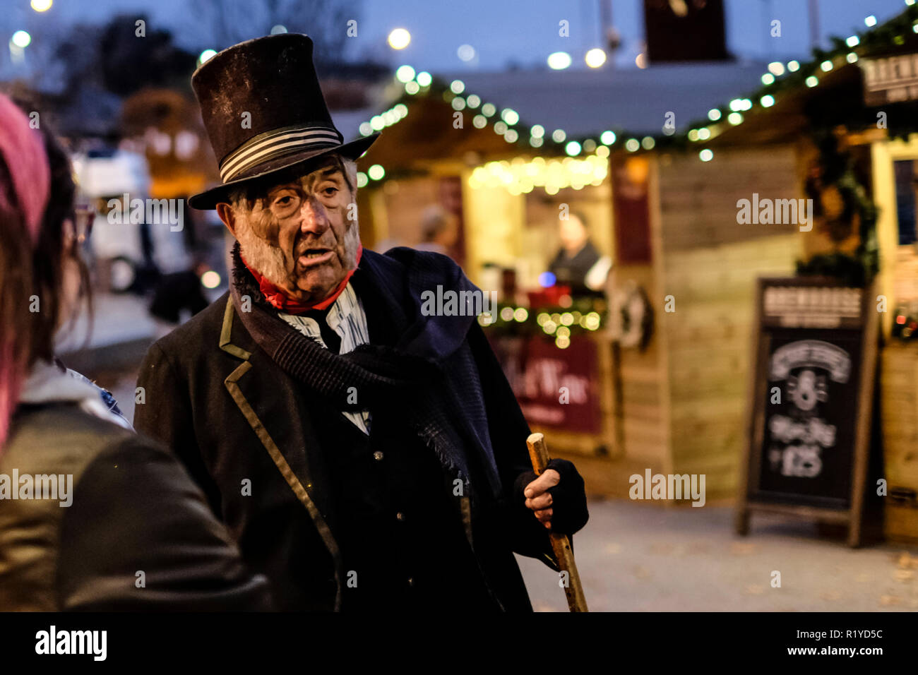 gloucester-uk-15th-nov-2018-gloucesters-historic-market-is-a-draw-for-visitors-and-locals-stall-holders-dress-up-in-victorian-costume-to-provide-a-period-atmosphere-mr-burroughs-the-sweep-offers-good-luck-for-a-handshake-and-explains-the-life-of-a-child-chimmney-sweep-credit-mr-standfastalamy-live-news-R1YD5C.jpg