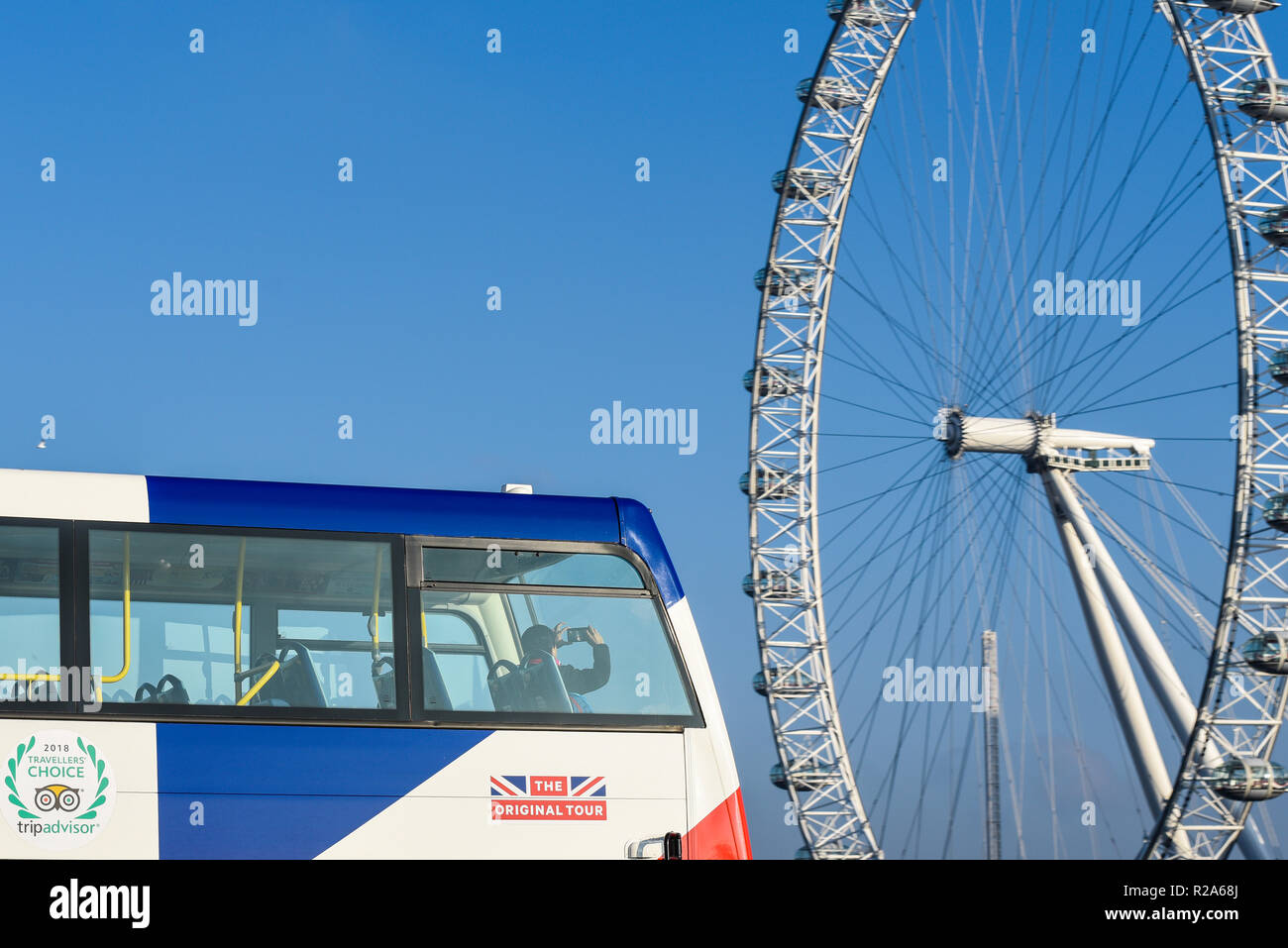 a-tourist-on-a-british-tour-bus-taking-a-mobile-phone-camera-phone-photograph-of-the-london-eye-millennium-wheel-tripadvisor-the-original-tour-R2A68J.jpg