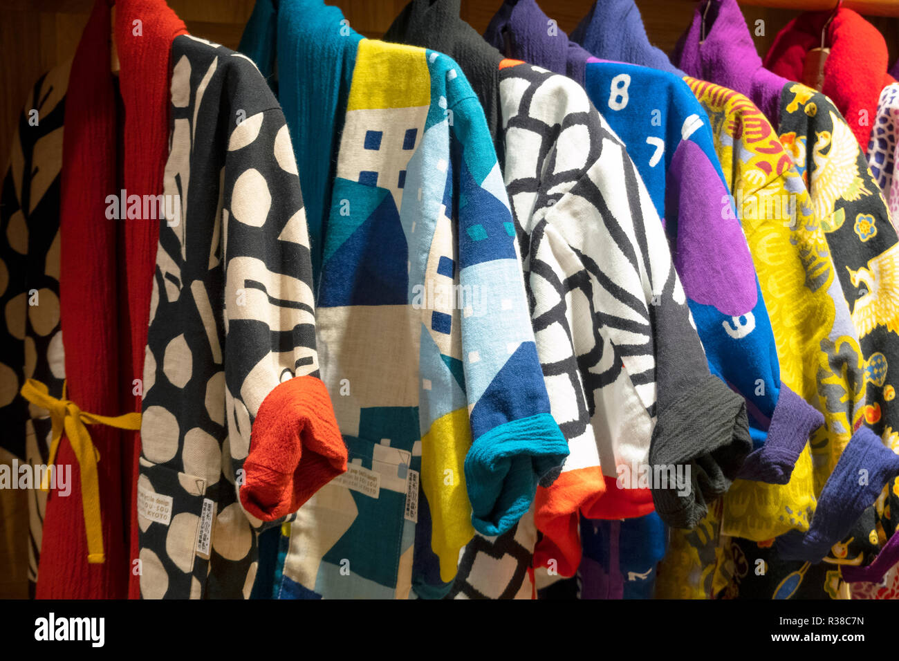 https://c7.alamy.com/comp/R38C7N/modern-japanese-fashion-brand-sou-sou-using-colorful-prints-in-kyoto-flagship-store-their-design-is-inspired-by-traditional-japanese-clothing-R38C7N.jpg
