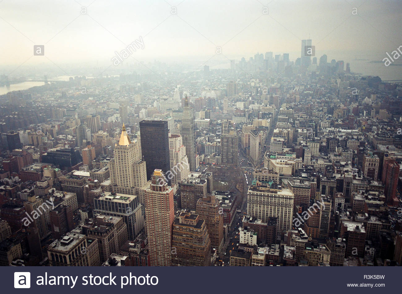 manhattan-viewed-from-the-empire-state-building-looking-south-the-twin-towers-of-the-world-trade-center-are-visible-new-york-usa-in-feb-2000-R3K5BW.jpg