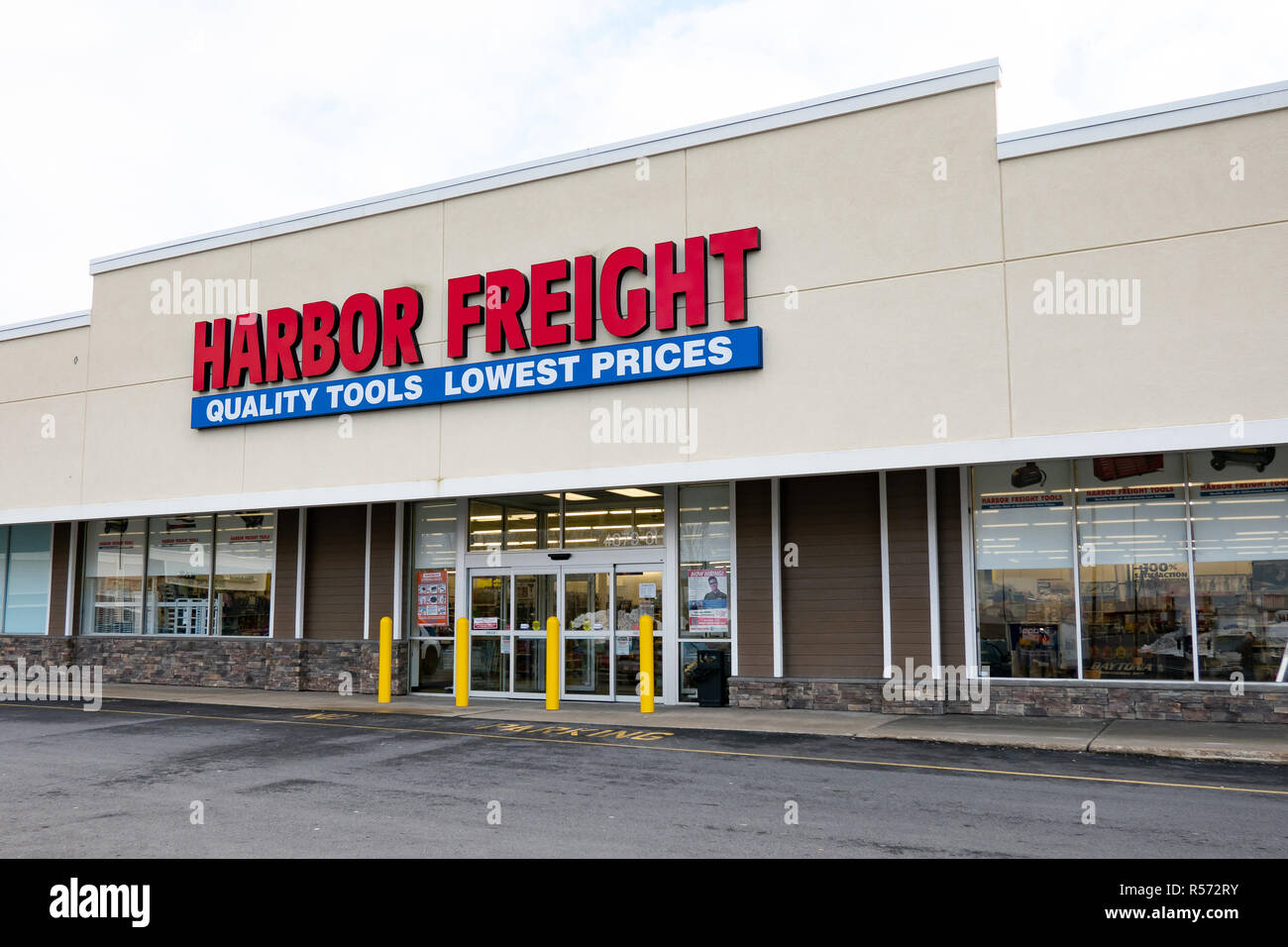 A Harbor Freight Tools store located in Amsterdam, NY USA Stock Photo