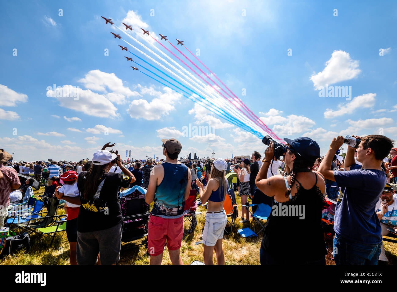 royal-air-force-raf-red-arrows-arriving-over-the-crowd-at-the-royal-international-air-tattoo-airshow-riat-raf-fairford-cotswolds-people-watching-R5C8TX.jpg