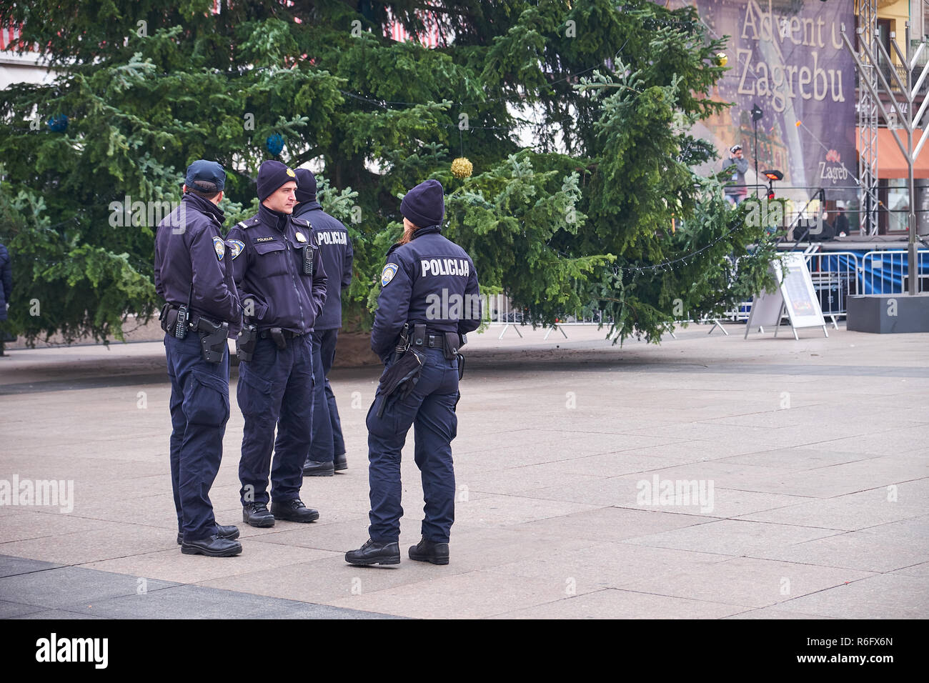 heavy-police-presence-throughout-the-venues-of-the-advent-market-in-the-capital-city-of-zagreb-R6FX6N.jpg