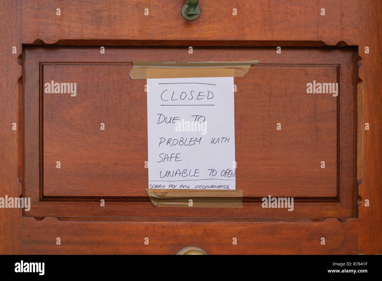 bank-door-with-blue-on-white-closed-sign-due-to-faulty-safe-R7841F.jpg