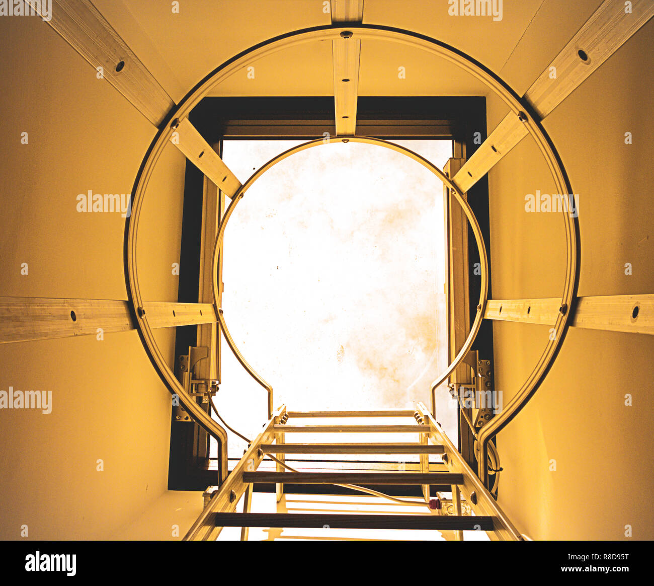 close-up-of-steel-ladder-up-to-a-skylight-roof-access-R8D95T.jpg
