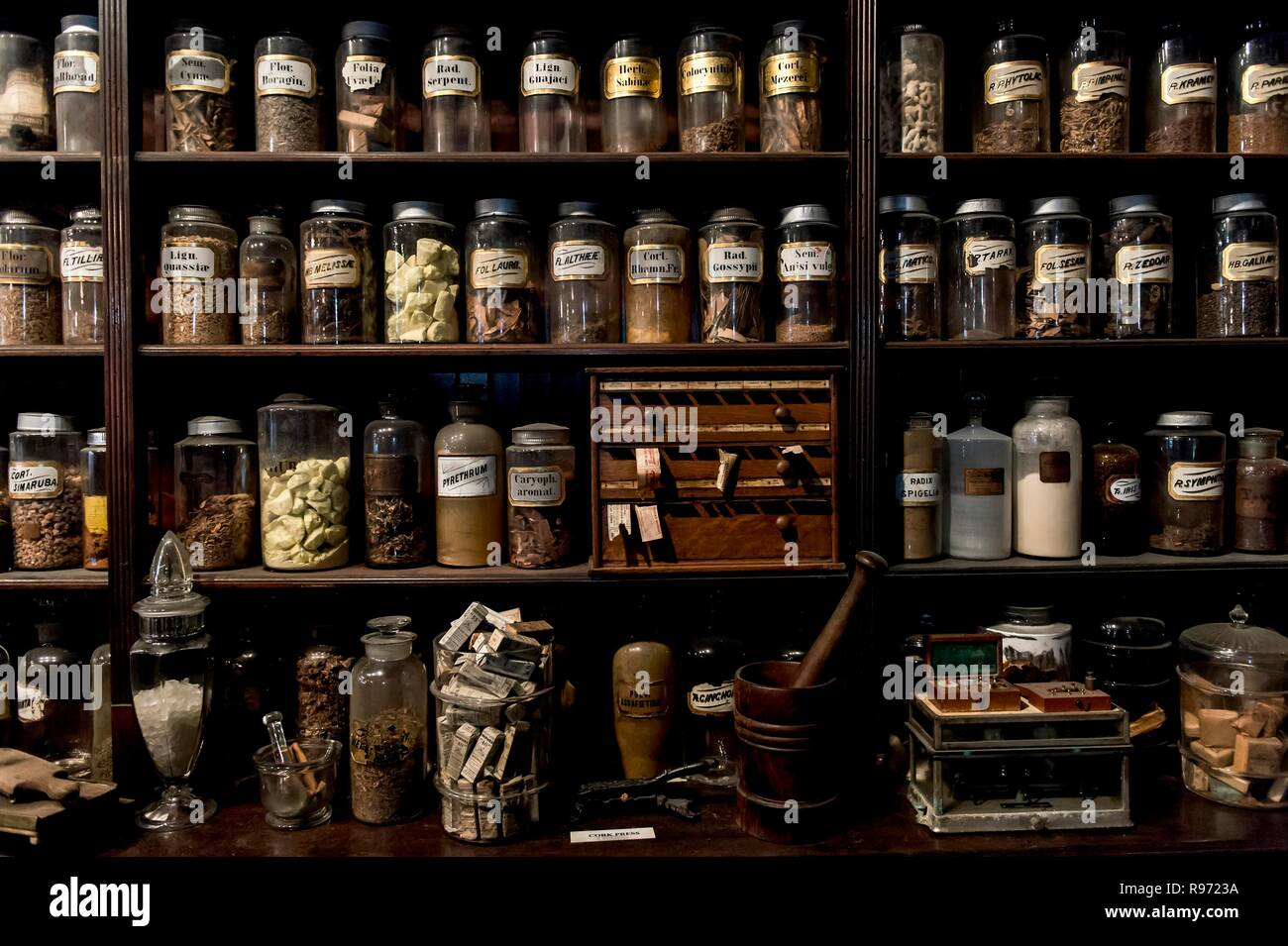 New Orleans, Louisiana, USA. 20th Dec, 2018. Louis Dufilho, America's first licensed pharmacist, operated his apothecary shop on Chartres Street in New Orleans' French Quarter neighborhood. Today, the apothecary shop houses the New Orleans Pharmacy Museum, which houses the largest pharmaceutical collection in the United States. Credit: Brian Cahn/ZUMA Wire/Alamy Live News Stock Photo
