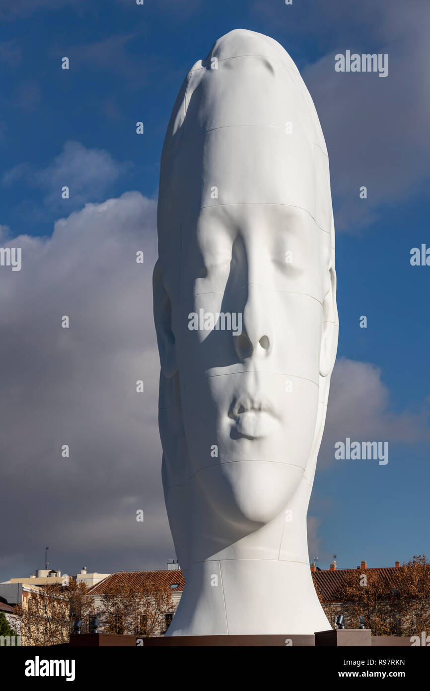 julia-white-marble-sculpture-by-jaume-pl