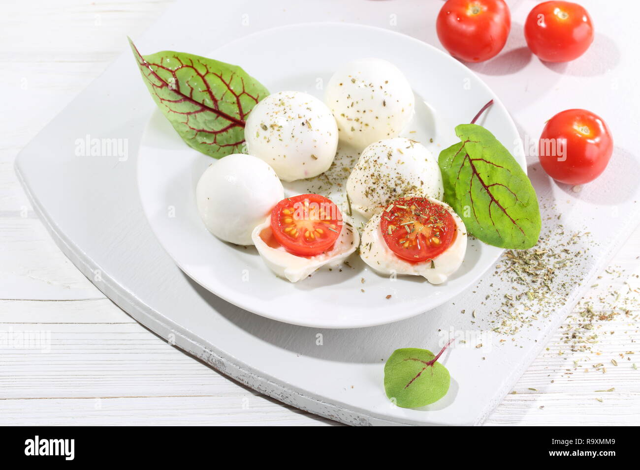 mozzarella-with-cherry-tomato-with-olive