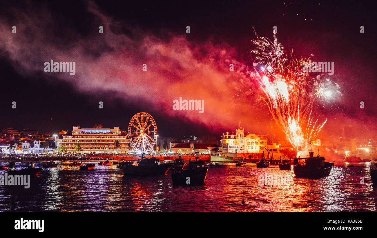 cascais-portugal-1st-jan-2019-new-years-eve-fireworks-at-cascais-bay-near-lisbon-portugal-credit-alexandre-rotenbergalamy-live-news-RA385B.jpg