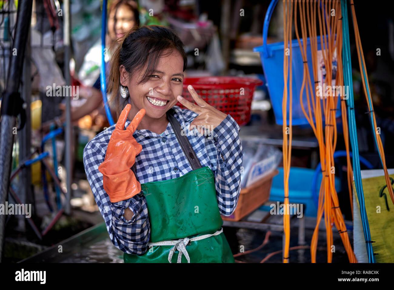 thailand-street-food-vendor-happy-smilin