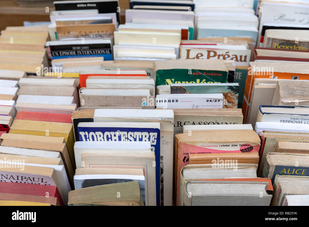 Second-hand books, French, outside antiquarian bookshop, Paris, France Stock Photo