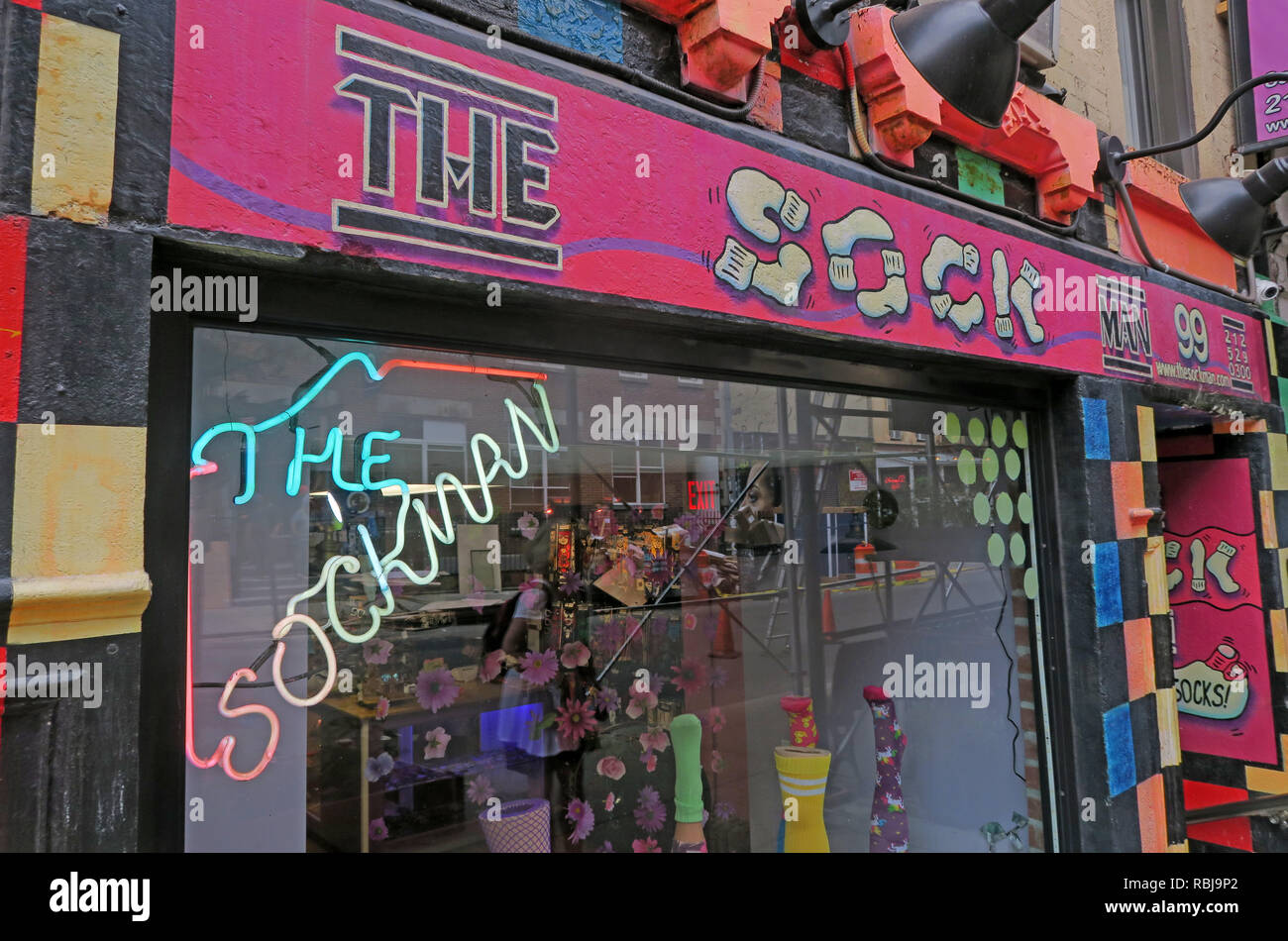 @HotpixUK,HotpixUK,GoTonySmith,NY,NYC,New York,New York City,City,Centre,City Centre,street,USA,United states of America,United States,East Village,St Marks Place,art,Manhattan,pink,socks