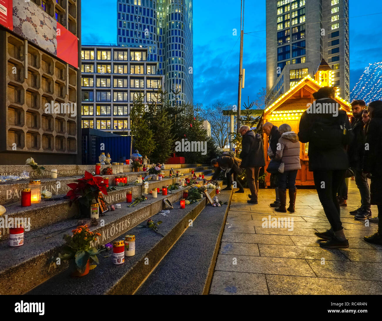https://c7.alamy.com/comp/RC4R4N/berlin-breitscheidplatz-memorial-at-christmas-market-berlin-city-weihnachtsmarkt-for-the12-victims-of-2016-terror-attack-visitors-lighting-candles-RC4R4N.jpg