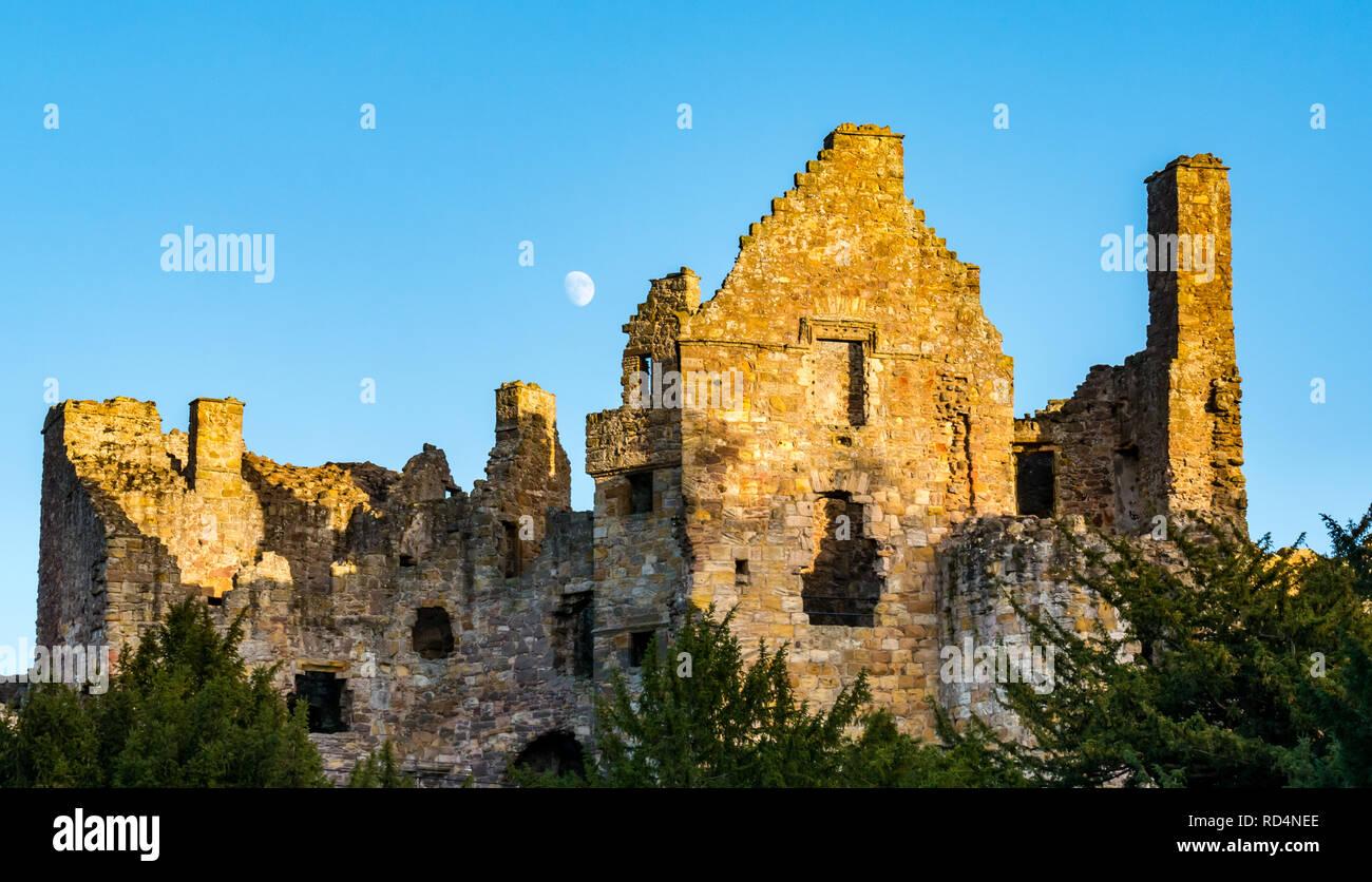 dirleton-castle-east-lothian-scotland-un