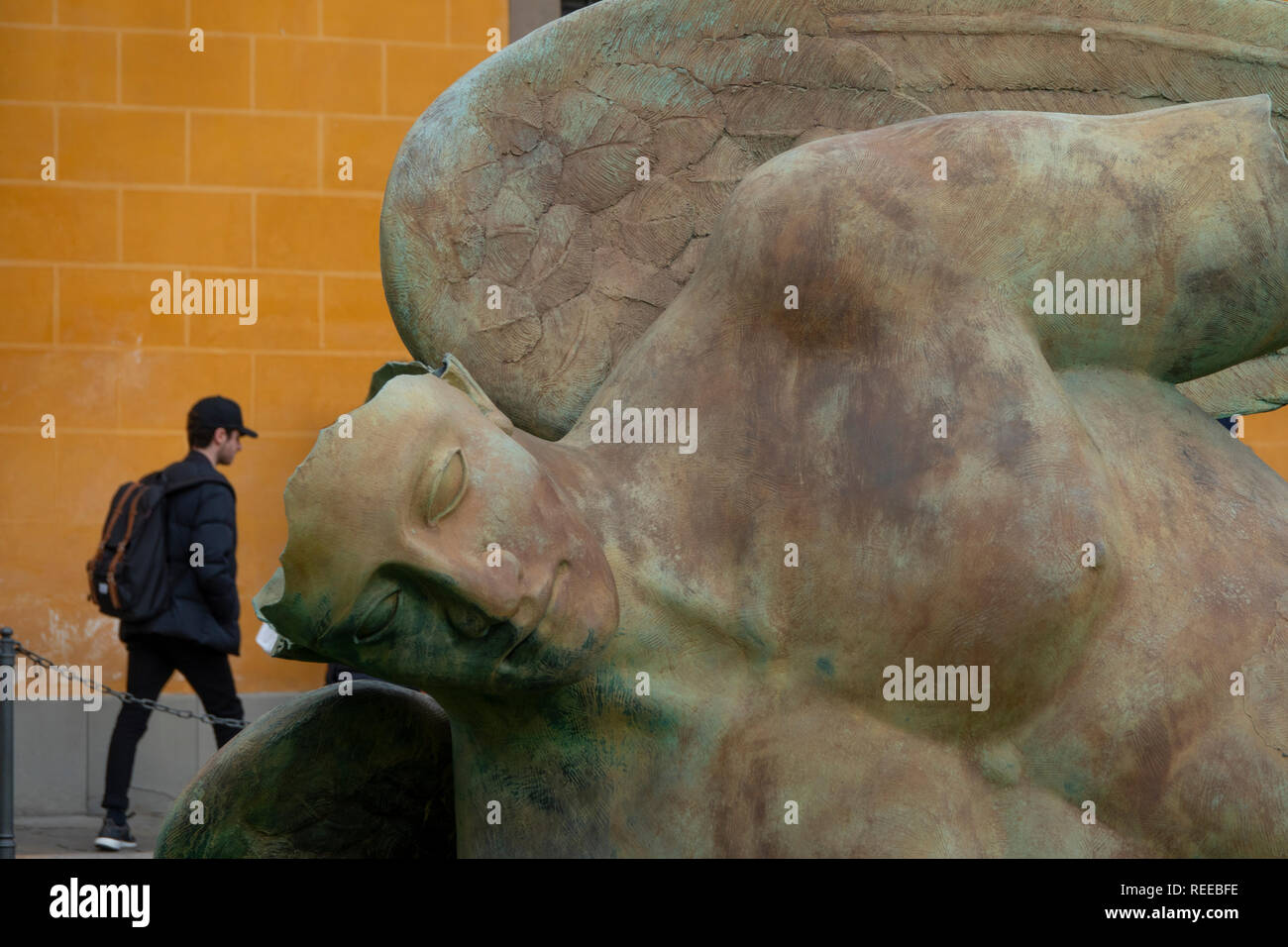 italy-tuscany-pisa-sculpture-fallen-angel-by-angelo-caduto-near-the-leaning-tower-REEBFE.jpg