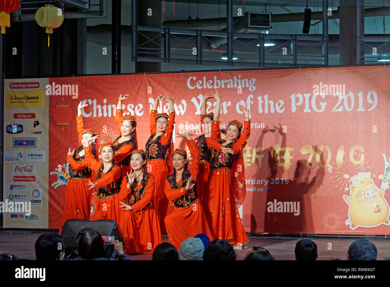 chinese-women-dancers-year-of-the-pig-20