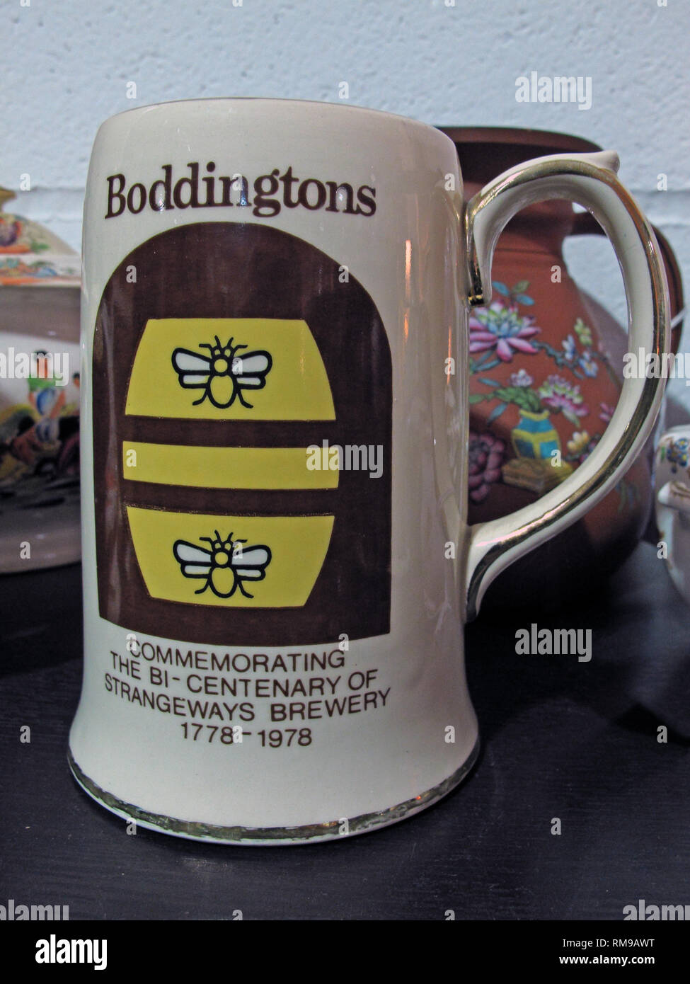 GoTonySmith,HotpixUK,@HotpixUK,England,UK,GB,Boddingtons,ber,ale,brewery,Boddingtons bitter,bitter,bee,Manchester,Strangeways,BiCentenary,brown,yellow,logo,two bees,2 bees,Boddies,Cream of,regional,brewer,pubs,bars,city,pot,mug,cup,ceramic,clay,special,promotion,North West England,Lowe Howard-Spink