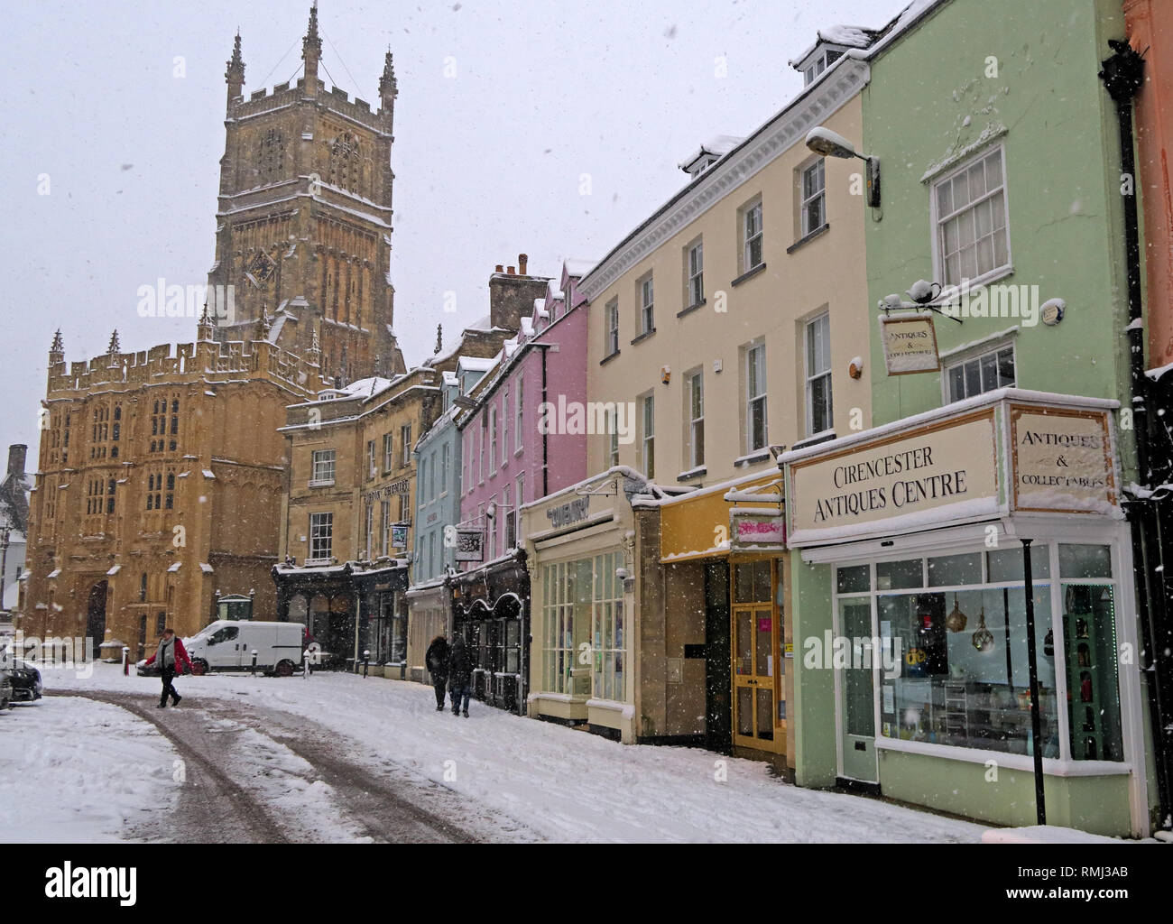 @HotpixUK,HotpixUK,GoTonySmith,England,UK,snow,cold weather,winter,weather,Christmas,card,scene,cold,colder,tourist,tourism,travel,Oxfordshire,market,town,centre,in winter,Roman,stone,buildings,architecture,Cotswold Architecture,Cotswolds,Cotswold,South West England,market place,market pl,white,pink,teal,grade II,listed,building