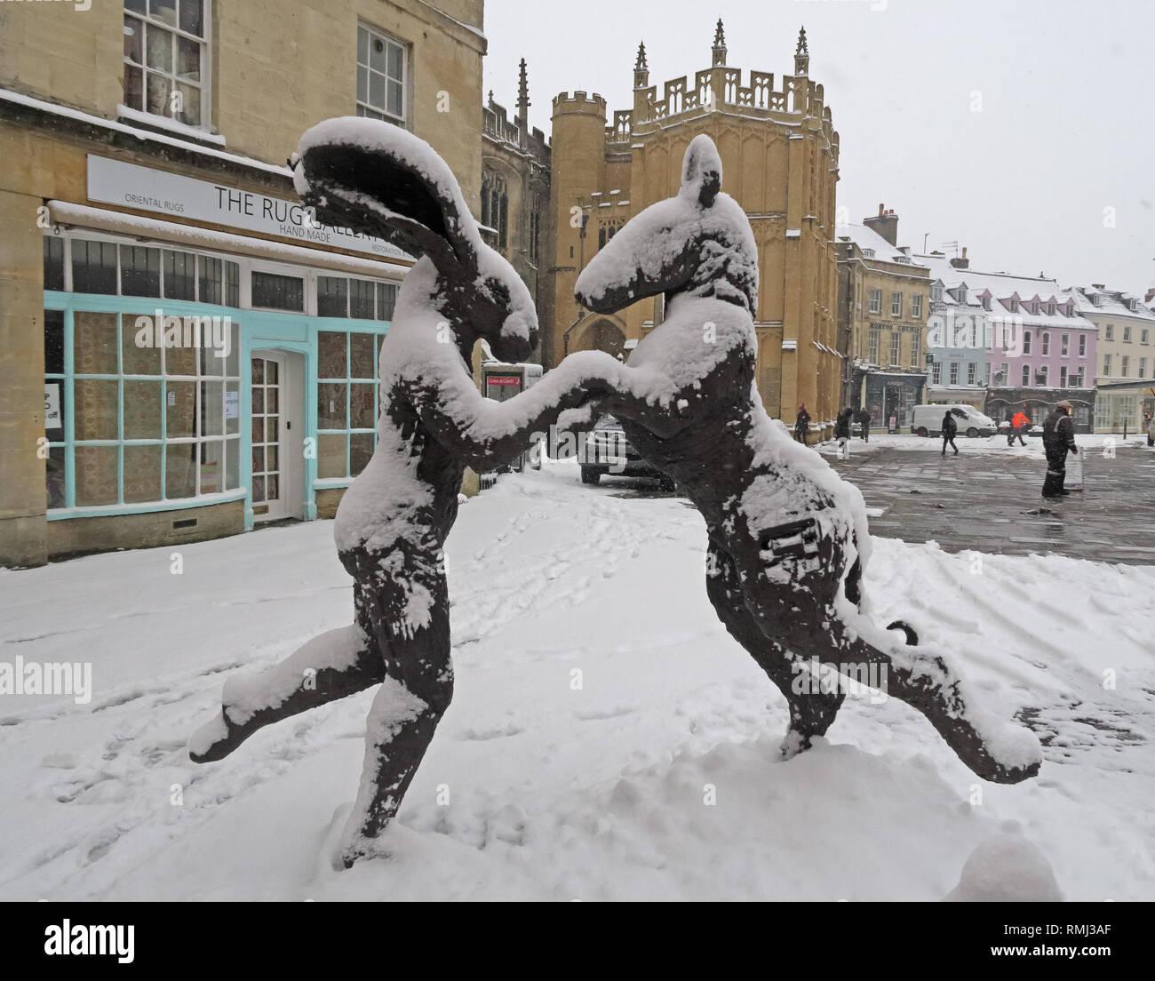 @HotpixUK,HotpixUK,GoTonySmith,England,UK,snow,cold weather,winter,weather,Christmas,card,scene,cold,colder,tourist,tourism,travel,Oxfordshire,market,town,centre,in winter,Roman,stone,buildings,architecture,Cotswold Architecture,Cotswolds,Cotswold,South West England,Corinium,GL7,artist,rabbit sculpture,rabbits,Lady-Hare,ears,rabbits ears,Market Place