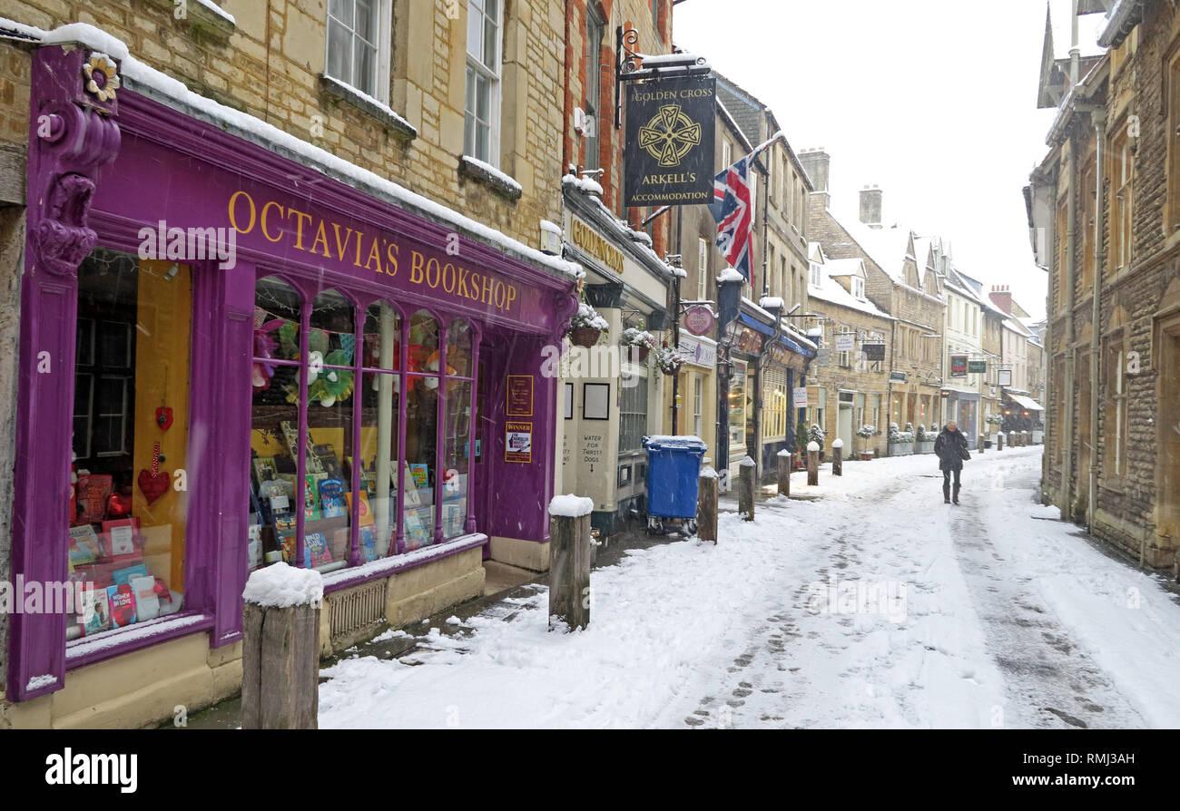 @HotpixUK,HotpixUK,GoTonySmith,England,UK,snow,cold weather,winter,weather,Christmas,card,scene,cold,colder,tourist,tourism,travel,Oxfordshire,market,town,centre,in winter,Roman,stone,buildings,architecture,Cotswold Architecture,Cotswolds,Cotswold,South West England,Black Jack St,Black Jack Street,Cotswold stone buildings,GL7,purple,golden cross pub,icy