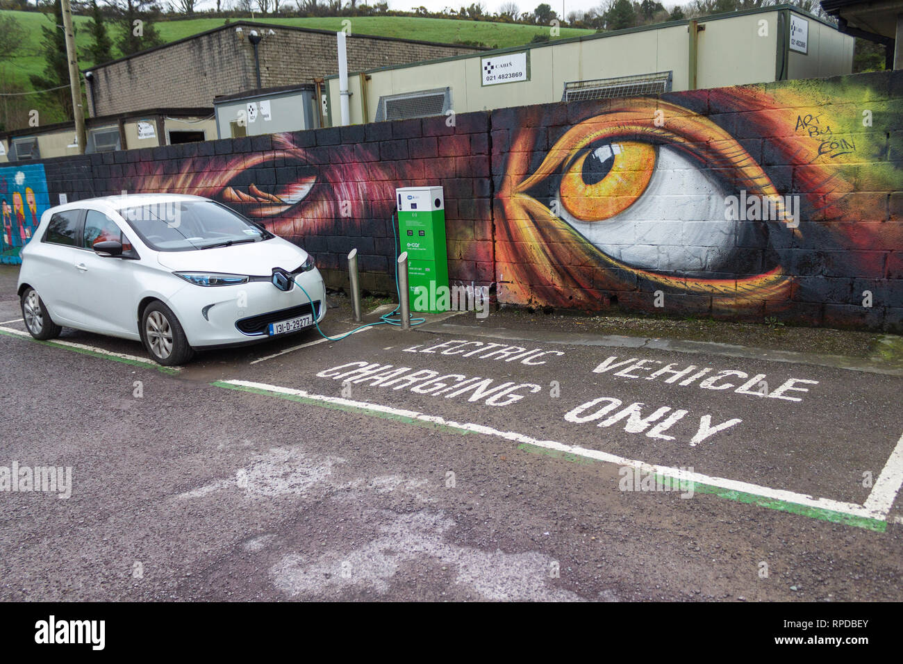 electric-car-being-charged-at-an-electric-car-charging-point-bantry-west-cork-ireland-RPDBEY.jpg
