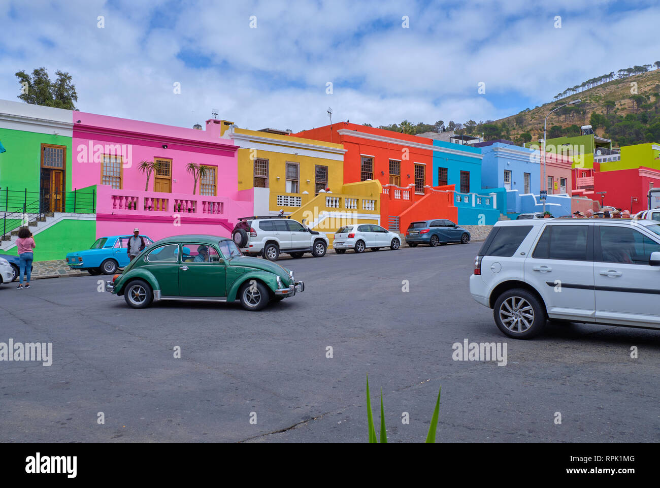 car-traffic-on-main-street-of-colourful-facades-of-the-houses-in-bo-kaap-cape-town-featuring-an-original-green-beetle-RPK1MG.jpg