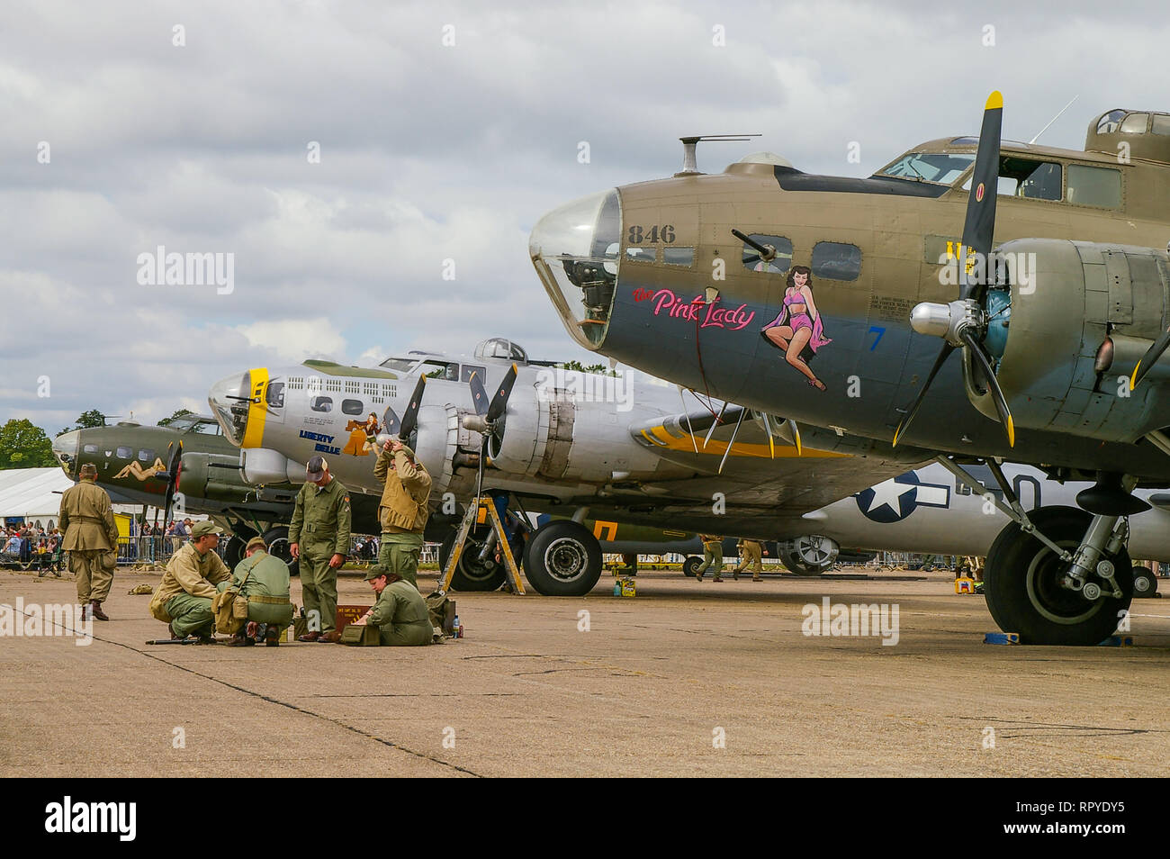 three-second-world-war-boeing-b-17-flying-fortress-bomber-planes-lined-up-at-duxford-world-war-two-bombers-RPYDY5.jpg