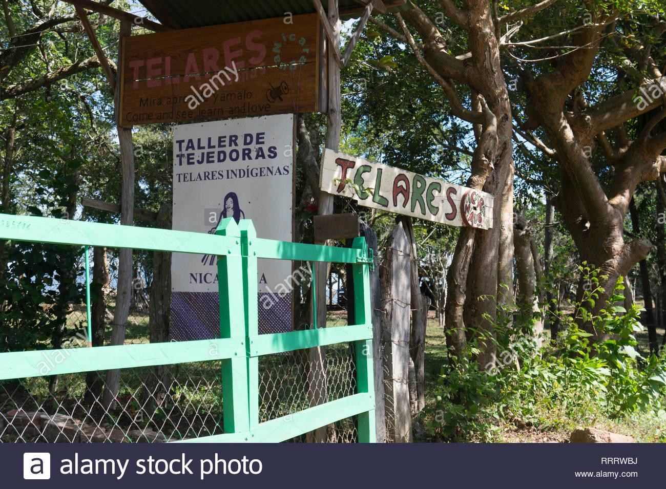 entrance-to-weavery-at-el-chile-matagalp