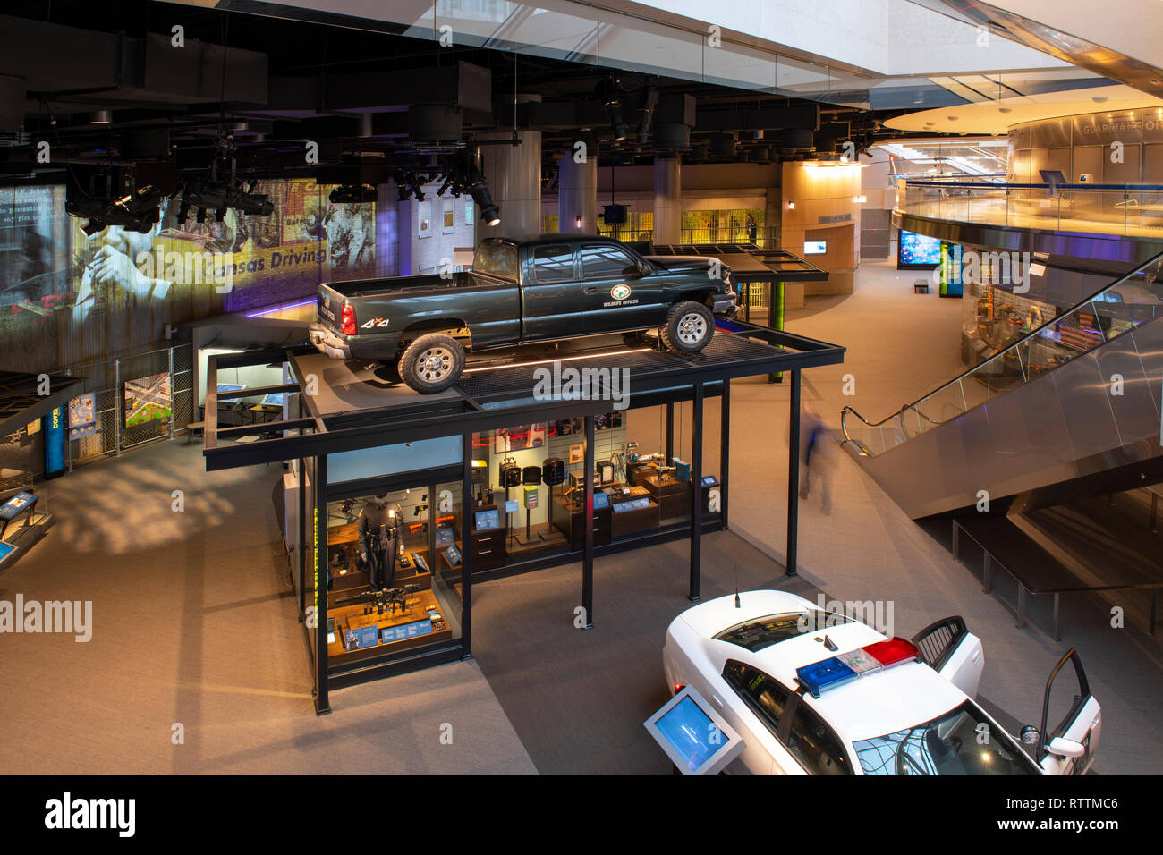 usa-washington-dc-national-law-enforcement-museum-interior-RTTMC6.jpg