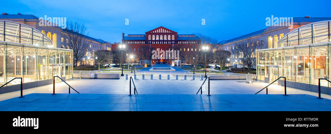 usa-washington-dc-national-law-enforcement-museum-exterior-panorama-with-the-national-building-museum-in-background-RTTMDR.jpg