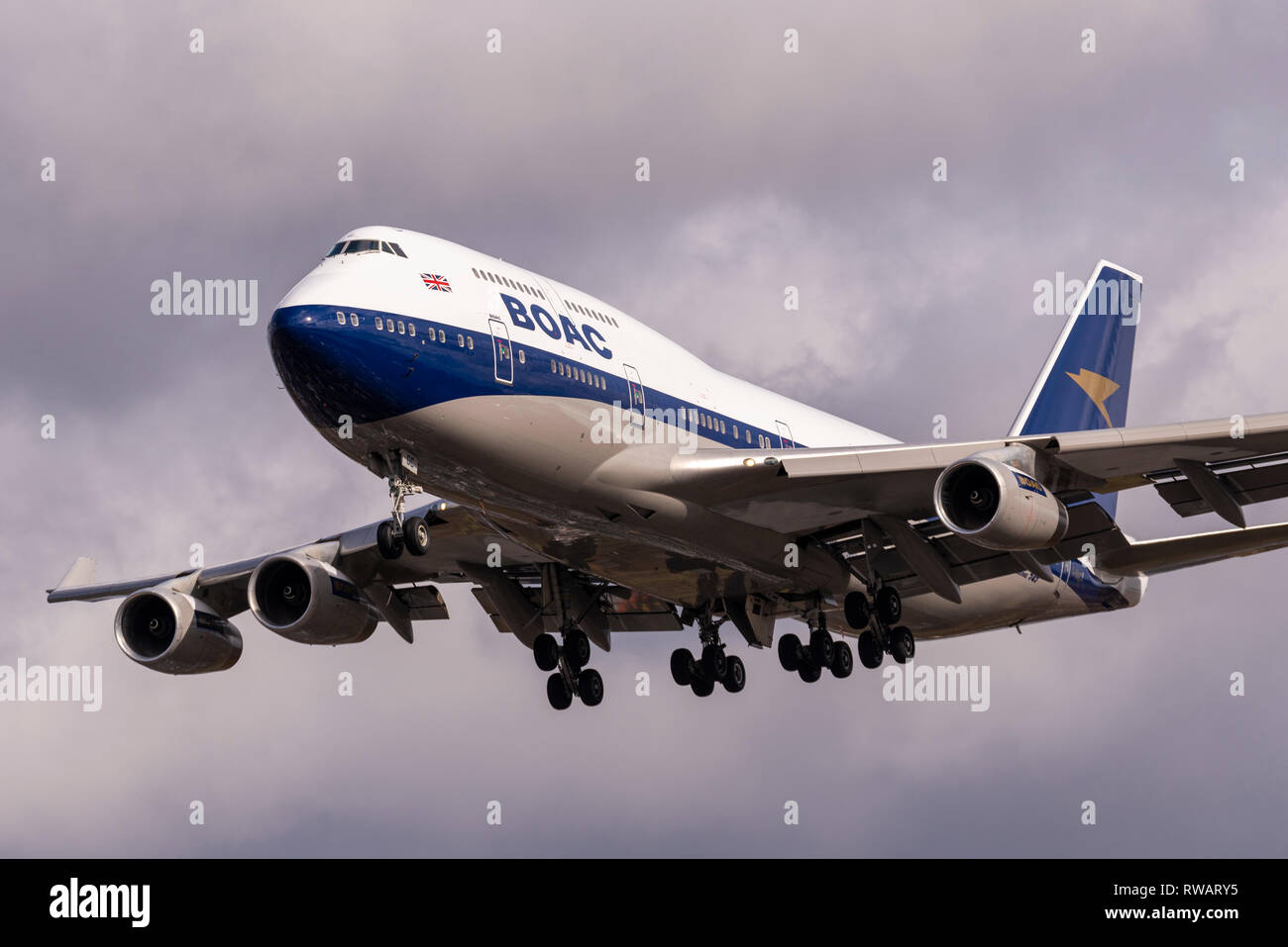 british-airways-boeing-747-jumbo-jet-g-bygc-landing-at-london-heathrow-in-stormy-weather-painted-in-retro-boac-colours-for-centenary-of-ba-RWARY5.jpg